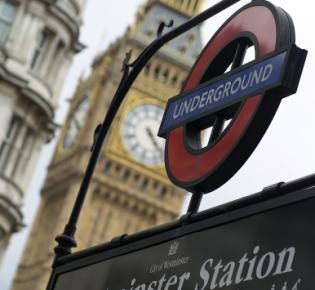 London Underground vor Big Ben
