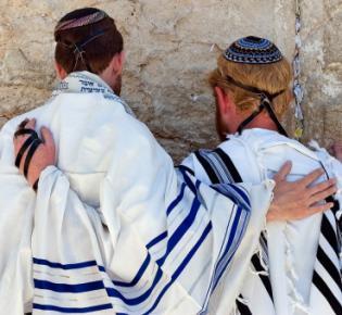 Juden beten vor der Klagemauer