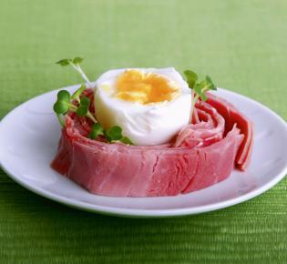Ei und Schinken auf Teller