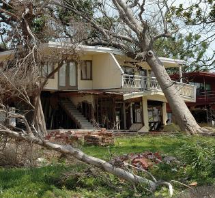 Zerstörtes Haus nach Hurrikan