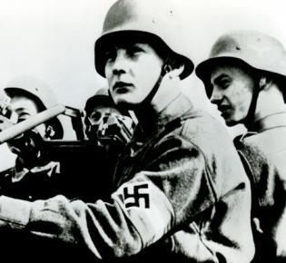 2. Weltkrieg, Luftwaffenhelfer am Flak- Geschütz.