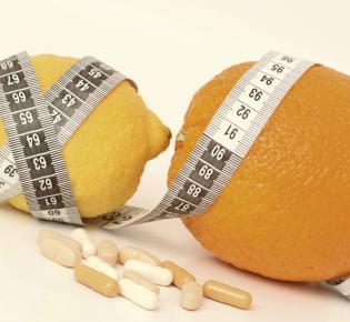 Zitrone und Orange mit Maßband