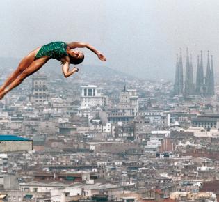 21.07.1992 / Barcelona Die kanadische Turmspringerin Ann Montmimy beim Training für die Olympischen Sommerspiele.